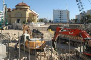 Παραδόθηκε η πλατεία Δημοκρατίας στο Περιστέρι