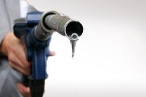Έκλεβαν βενζίνη από μηχανάκια