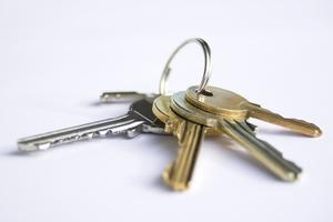 Έδωσε στην τράπεζα τα κλειδιά του σπιτιού του