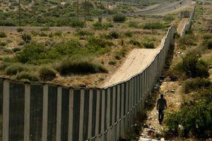 Μετανάστες πέρασαν από το μεθοριακό φράχτη της Μελίγια