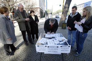 Συλλογή υπογραφών κατά του Ντικ Μάρτι