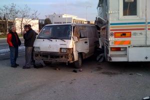 Καραμπόλα φορτηγών και καντίνας