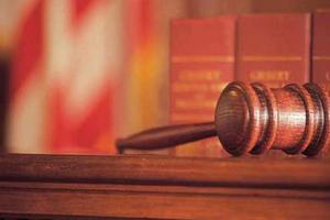 Ξυλοκόπησαν δικηγόρο μέσα στο γραφείο του