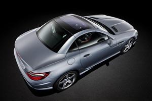 Επίσημη πρεμιέρα για τη νέα Mercedes SLK