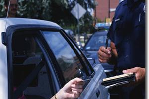 «Σαφάρι» της τροχαίας για παράνομα σταθμευμένα οχήματα
