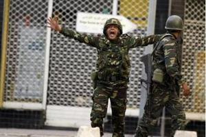 Ο στρατός πήρε τον έλεγχο του αεροδρομίου