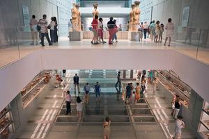 Στο Μουσείο της Ακρόπολης δύο μέλη των Bon Jovi