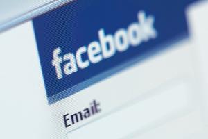 Το facebook προκαλεί... χωρισμούς!