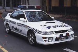 Συνελήφθη αστυνομικός να αυνανίζεται στο αυτοκίνητό του