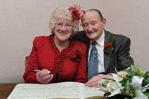 Ξαναπαντρεύτηκαν ύστερα από... 57 χρόνια διαζυγίου!