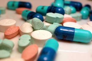 «Ρίχνουν την ποιότητα στα φάρμακα»
