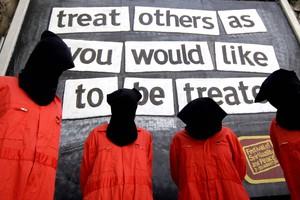 Οι «τρομοκράτες» διαδηλώνουν ειρηνικά