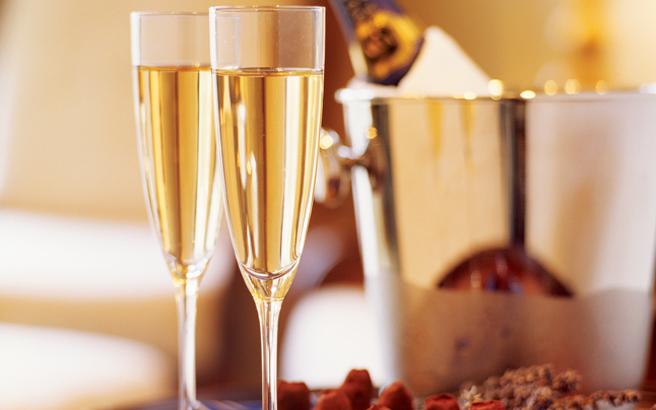 Το λευκό κρασί αυξάνει τον κίνδυνο μία γυναίκα να εμφανίσει ροζάκεια