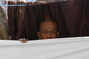 Ένας μοναχός το πρώτο θύμα της καπνοαπαγόρευσης