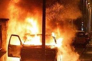 Έκρηξη και εμπρησμοί σε αυτοκίνητα στην Αττική