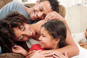 Κοινωνικότερα τα παιδιά με δύο γονείς