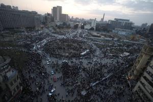 Παραμένουν στην Ταχρίρ οι διαδηλωτές