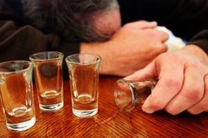 Τέσσερις νεκροί από κατανάλωση νοθευμένου αλκοόλ