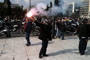 Διαδήλωσαν με... καπνογόνα
