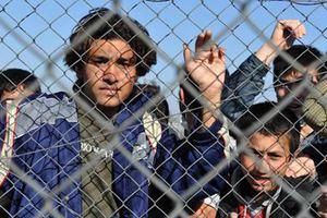 «Συνόδευσαν» τους λαθρομετανάστες μέχρι το αεροδρόμιο