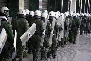 Αποχωρούν σιγά-σιγά τα μπλοκ των διαδηλωτών