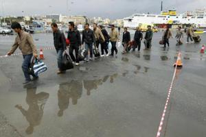 Σε μεταναστευτική ετοιμότητα όλο και περισσότεροι Έλληνες