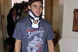 Περπάτησε μετά από σοβαρό τραυματισμό στο λαιμό