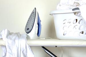 Τρία κόλπα για να βγουν τα ρούχα από το πλυντήριο λιγότερα τσαλακωμένα