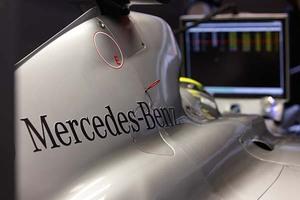 Η Mercedes απολύει ρομπότ και προσλαμβάνει ανθρώπους