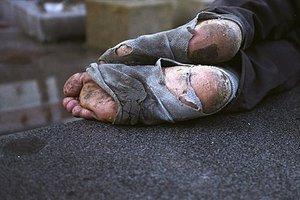 Ζεστό φαγητό και κουβέρτες για τους αστέγους