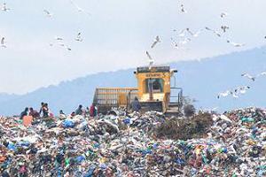 Διαχωρισμός σκουπιδιών από τον ΧΥΤΑ Πολυγύρου