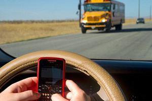 Ένας στους 5 οδηγούς σερφάρουν ταυτόχρονα στο Ίντερνετ