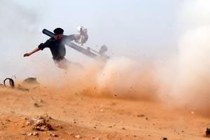 Μαίνονται οι μάχες στη μεθόριο Λιβύης-Τυνησίας