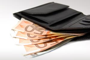 Βρήκε πορτοφόλι με 1.000 ευρώ και το επέστρεψε