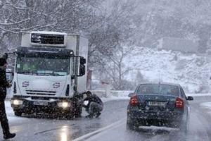 Οδηγείτε με ασφάλεια στους χιονισμένους δρόμους