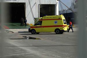 Λιμενικός παρασύρθηκε από φορτηγό στον Πειραιά
