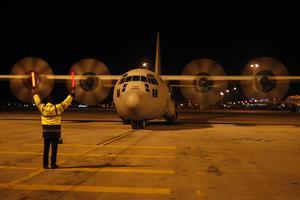 Αερομεταφορά τριών εγκύων με C-130