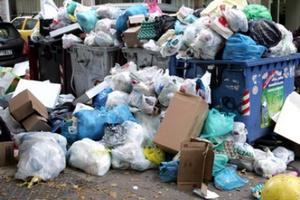 Απειλή για την υγεία οι σωροί σκουπιδιών