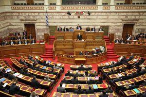 Αν είσαι βουλευτής, αποκτάς μαλλί «κομοδινί» με 25 ευρώ!