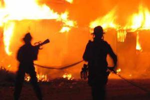 Μάχη με τις φλόγες στα Πατήσια