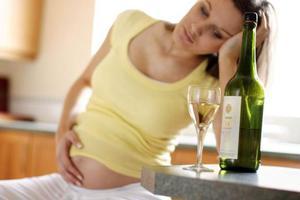 Οι έγκυες να ξεχάσουν εντελώς το αλκοόλ