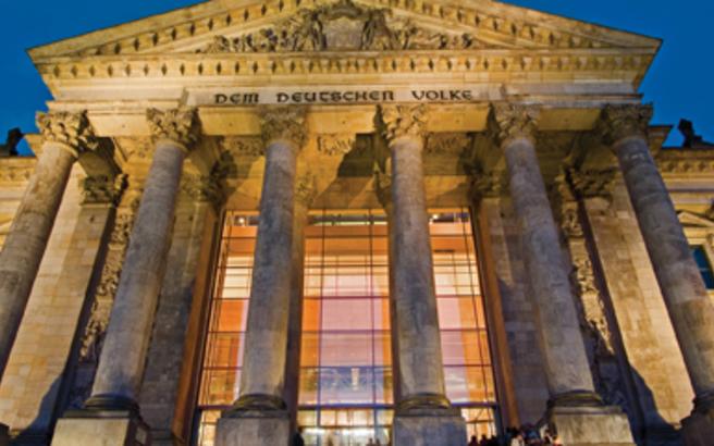 Ένας στους δύο Γερμανούς εγκρίνει την απόφαση για τον ΕΜΣ