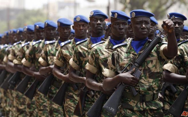 Ηχούν τα τύμπανα του πολέμου στην Γκάμπια