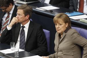 Μέρκελ και Βέστερβέλε καταδικάζουν τις επιθέσεις της Χαμάς