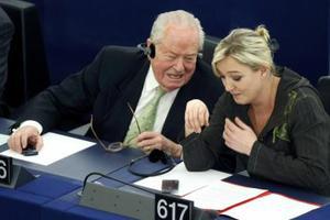 Πρώτο κόμμα η ακροδεξιά της Μαρί Λε Πεν στη Γαλλία!