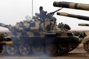 Άρματα μάχης διείσδυσαν στην πολιορκημένη πόλη Νάουα