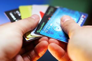 ΓΓΔΕ: Επισπεύδεται η υποχρεωτική χρήση του πλαστικού χρήματος