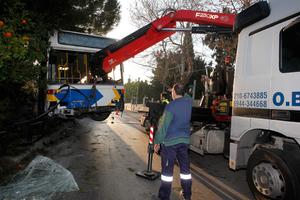 Επιχείρηση απεγκλωβισμού σε λεωφορείο της ΕΘΕΛ