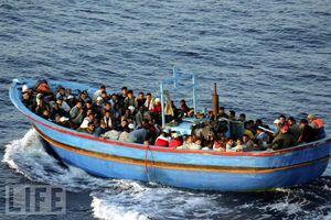 Αποβίβασαν μετανάστες στην Κρήτη