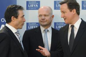 Στο Λονδίνο για τη «μετά-Καντάφι εποχή»